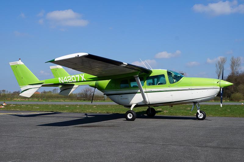 Aviation Photos & History: N4207X Cessna 337F Skymaster